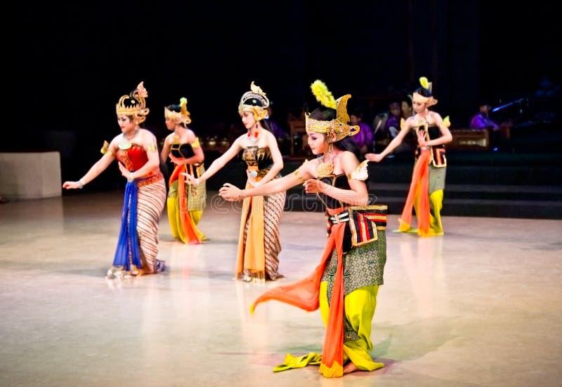 Актеры балета Ramayana выполняют на виске Prambanan в Yogya стоковое изображение