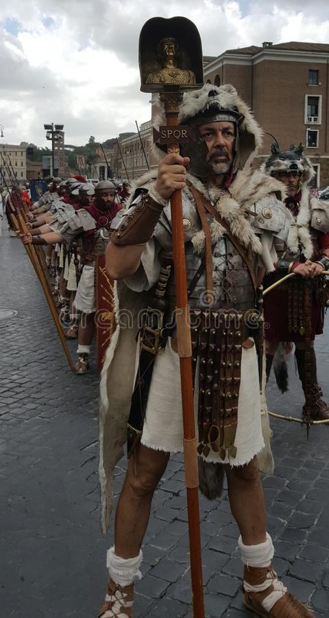 Актеры в римском reenactment легионов, Рим, Италия стоковая фотография