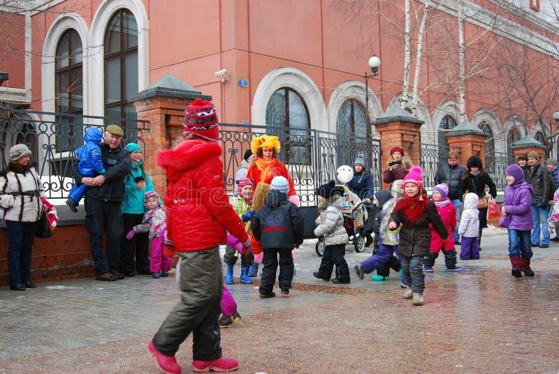 Актеры и обычные люди улицы танцуют на улице стоковые изображения rf