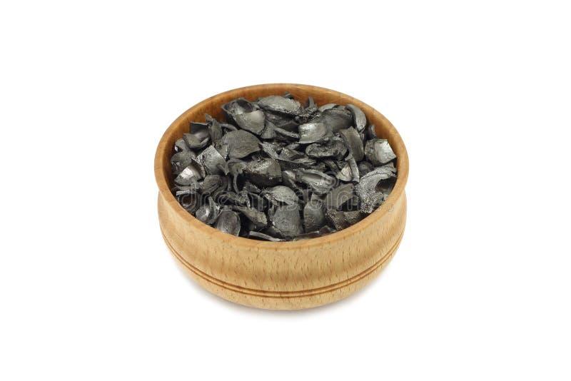 Активированный уголь в деревянном шаре стоковое изображение rf