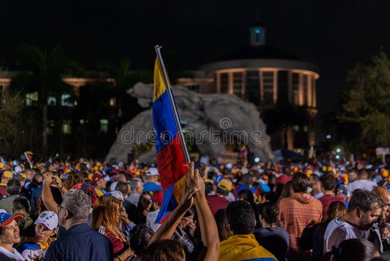 Активисты собирают в торжестве во время протеста в поддержку Хуан Guaido, которое объявило президент country's промежуточный стоковая фотография