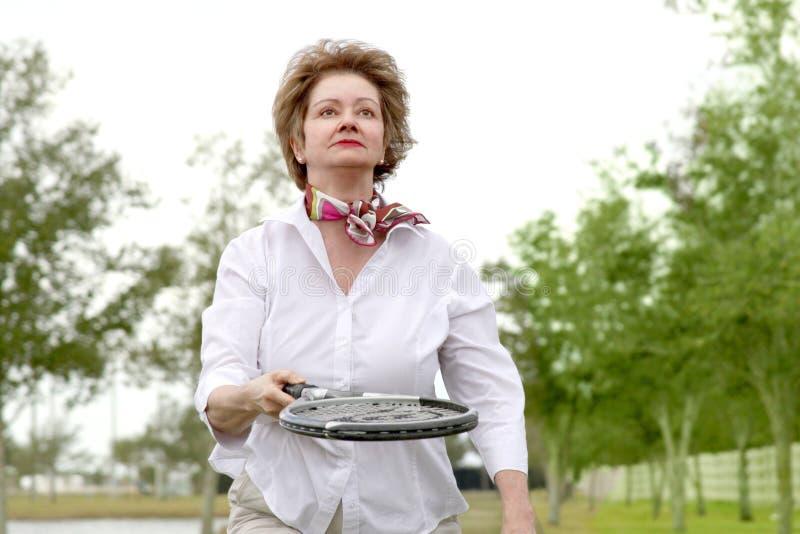активная возмужалая женщина стоковое изображение