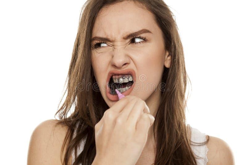 Активная зубная паста угля стоковое фото rf