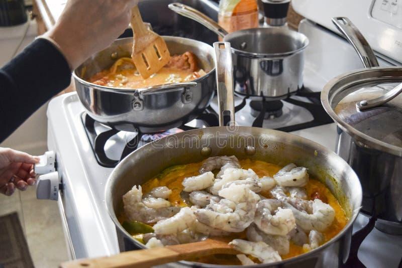 Активная сырцовая креветка в бразильское тушёное мясо стоковые изображения rf