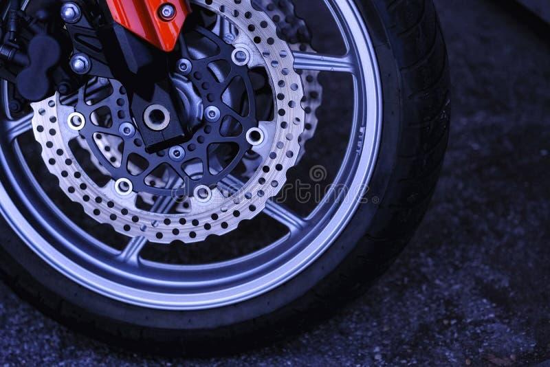 Активный спорт, дорогой мотоцикл, колесо стоковые изображения