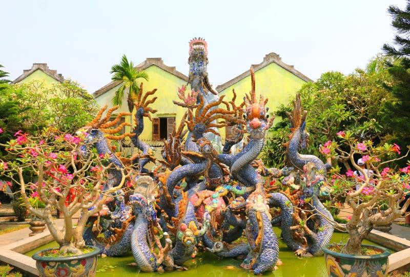 Актовый зал виска Hoi Quan Quang Trieu кантонский, драконы стоковая фотография