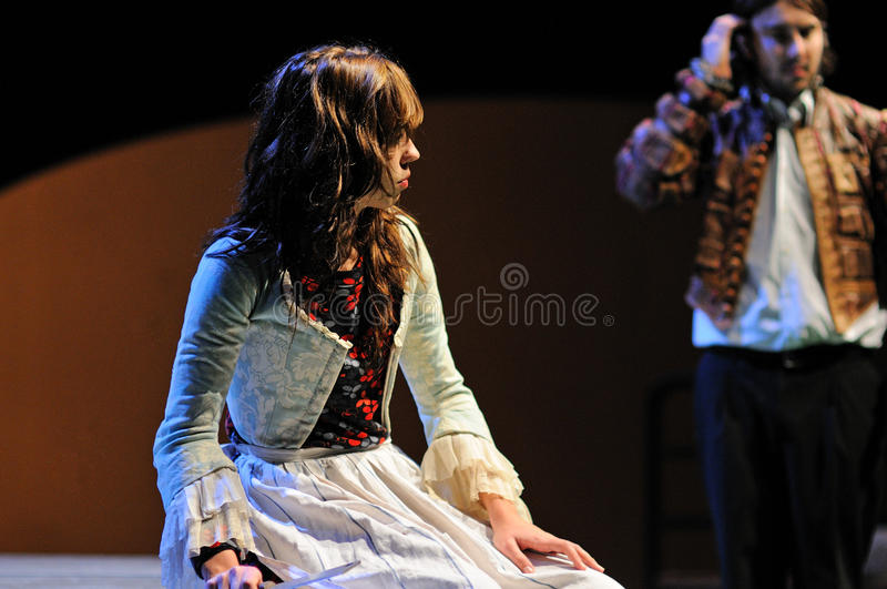 Актриса института театра Барселоны, игры в комедии Шекспир для исполнительных властей стоковая фотография rf