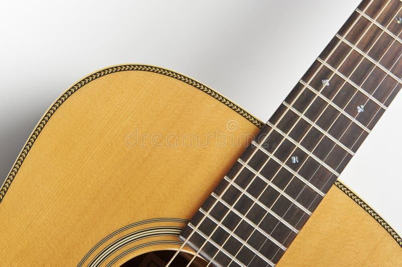 Download акустическая гитара стоковое изображение. изображение насчитывающей аппаратура - 41654455