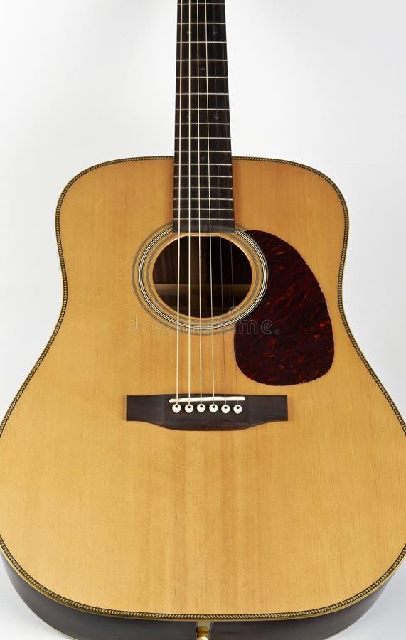 Download акустическая гитара стоковое изображение. изображение насчитывающей сработанность - 41654659
