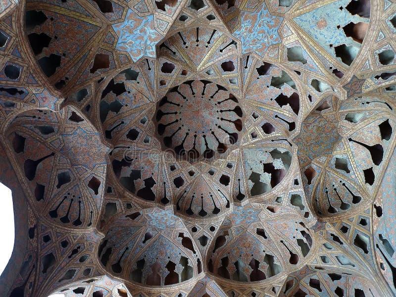 Акустические ниши в потолке концертного зала дворца Али Qapu стоковые фотографии rf