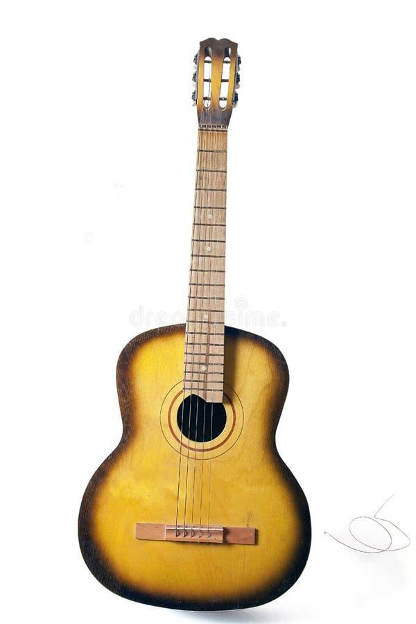 акустический сломанный шнур гитары стоковое изображение