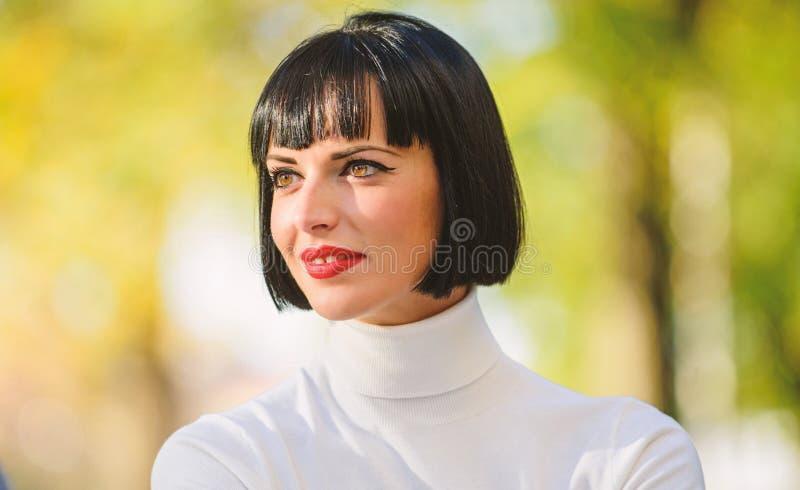 Акцент макияжа яркий на губах ( E t стоковые фотографии rf