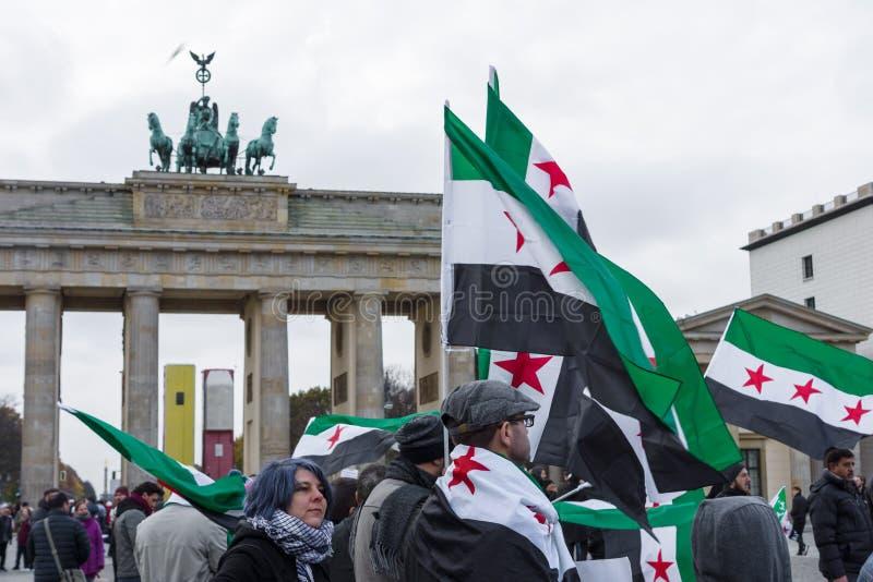 Акция протеста сирийской оппозиции около строба Бранденбурга стоковые фотографии rf