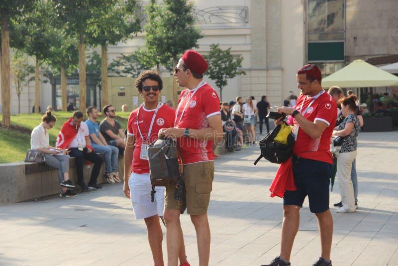Алжирские футбольные болельщики на улицах Москвы стоковые изображения rf
