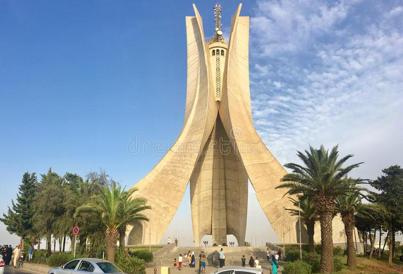 АЛЖИР, АЛЖИР - 4-ОЕ АВГУСТА 2017: Памятник Maqam Echahid Раскрытый в 1982 для двадцатой годовщины независимости Алжира построенно стоковое фото rf