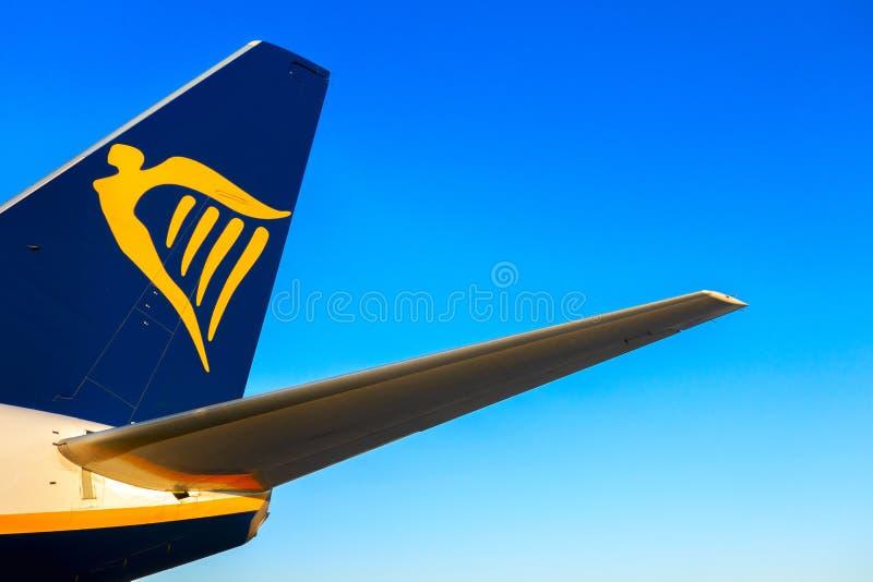 Аликанте, Испания - 18-ое июня 2019: Логотип Ryanair на кабеле самолета воздушных судн стоковая фотография rf