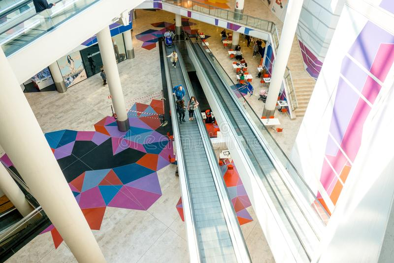 Аликанте Испания - 23-ье февраля 2018: Внутри торгового центра Centro Comercial Gran через Аликанте Провинция Аликанте стоковое фото rf