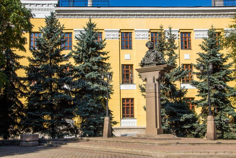 Алма-Ата, Казахстан - 15-ое сентября 2018: памятник поэта и wr стоковое фото