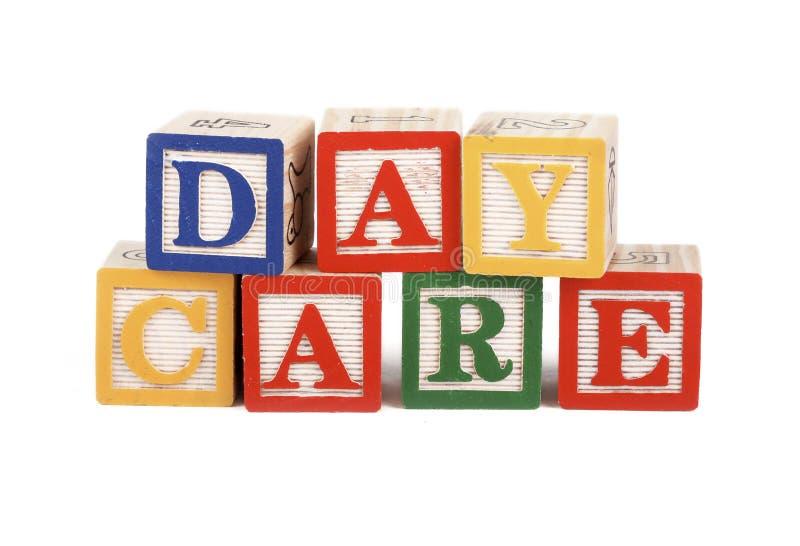 алфавит преграждает изолированный daycare стоковое изображение rf