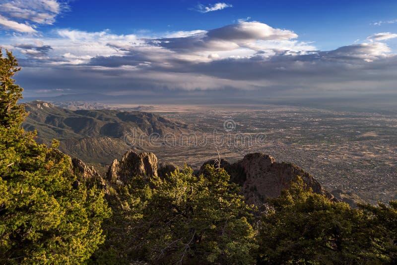 Альбукерке, Неш-Мексико от гор Сандии стоковое фото