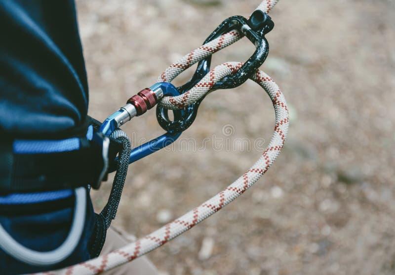 Альпинист с веревочкой и диаграммой 8 стоковая фотография rf