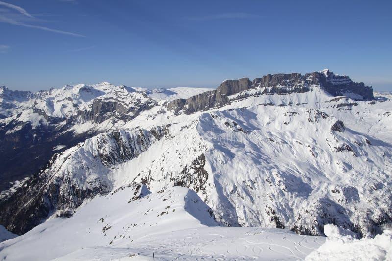 Альпы в солнце стоковые изображения