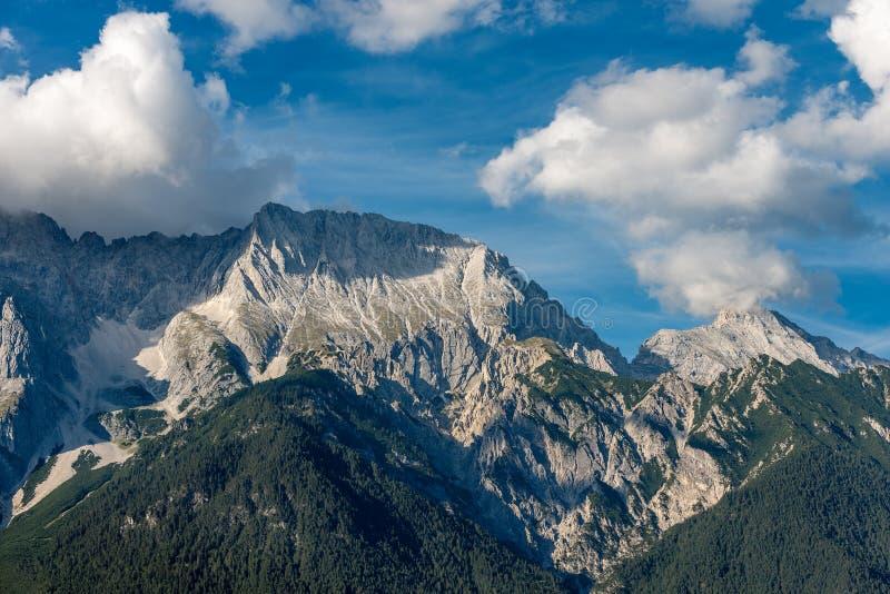Альп Тироль Австрия - ряд Mieming или горы Mieminger стоковые изображения rf