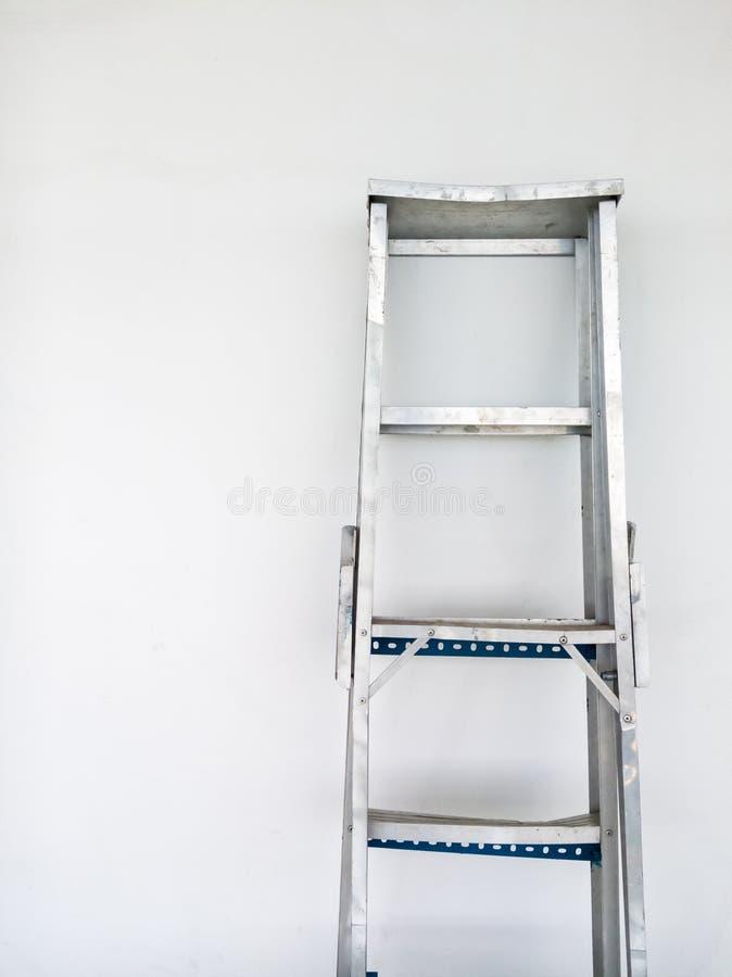 Алюминиевая складная лестница стоковые фото