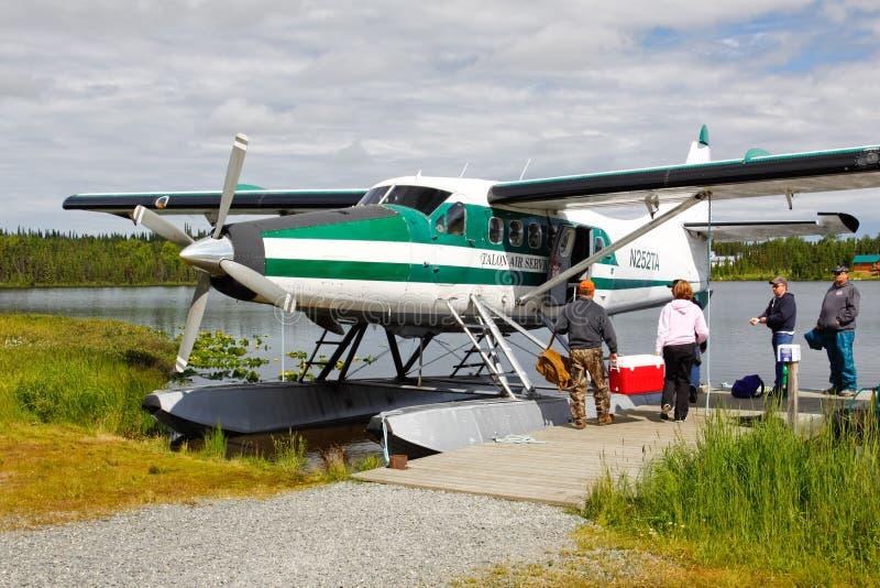 Аляска - плоскость поплавка воздуха Talon восхождения на борт стоковые фотографии rf