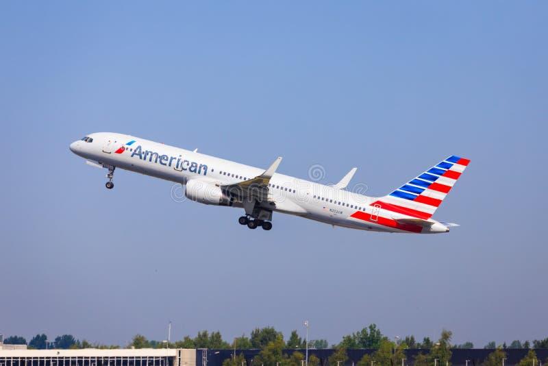 американец Боинг 757 авиакомпаний стоковое изображение