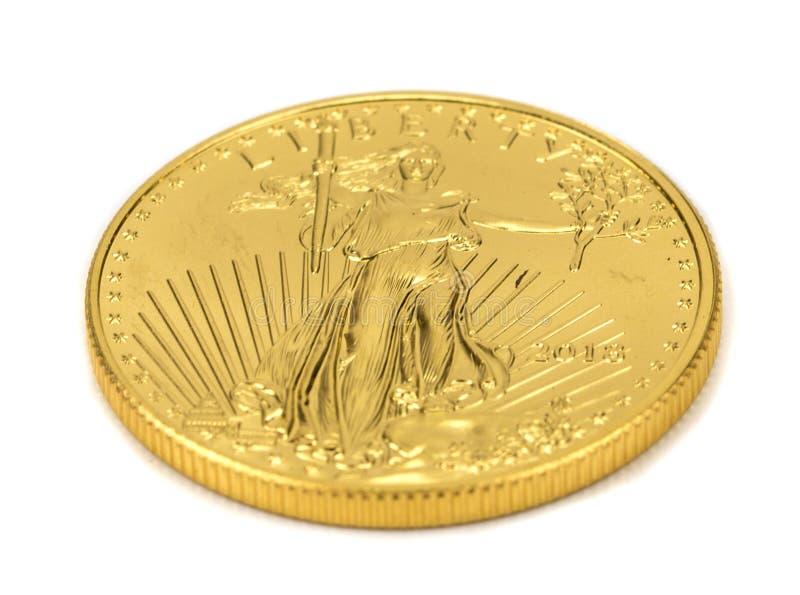 Американские весовые монеты орла золота изолированные на белой предпосылке стоковое изображение rf