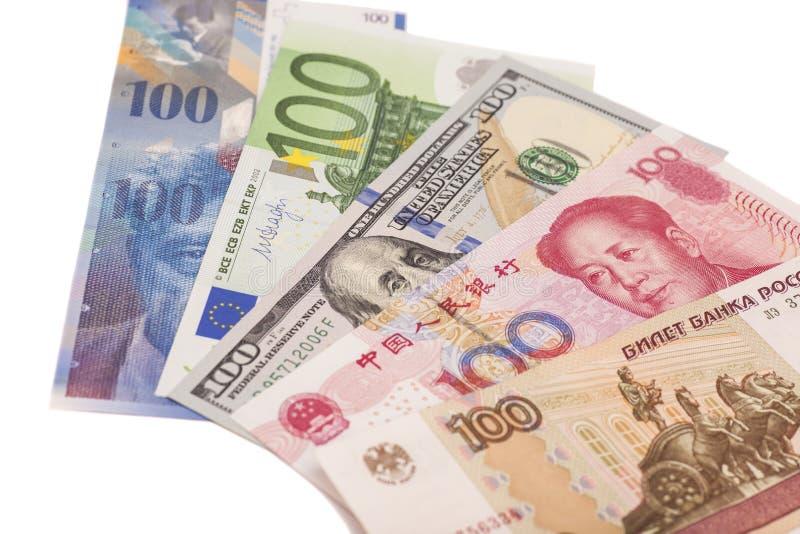 Американские доллары, европейское евро, швейцарский франк, китайские юани и Русь стоковое изображение