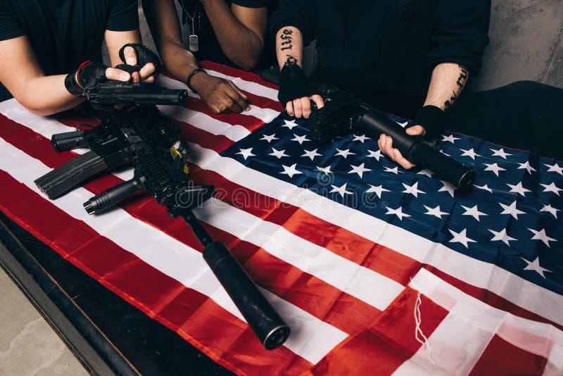 Американские торговцы оружия с оружием стоковое изображение rf