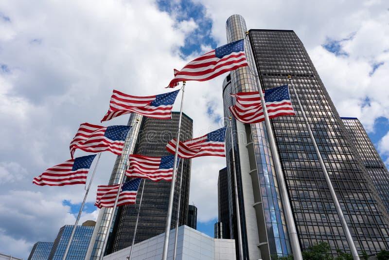 Американские флаги в здании GM стоковое фото