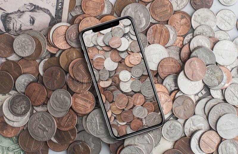 Американские центы на сотовом телефоне стоковые изображения rf