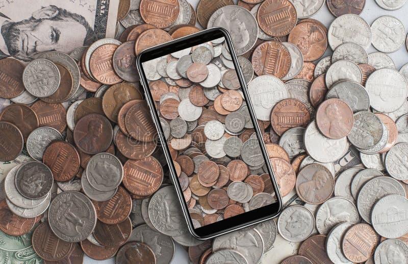 Американские центы на сотовом телефоне стоковое изображение