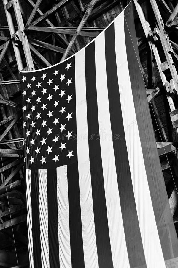 американский висеть вешалки флага блимпа старый стоковая фотография rf