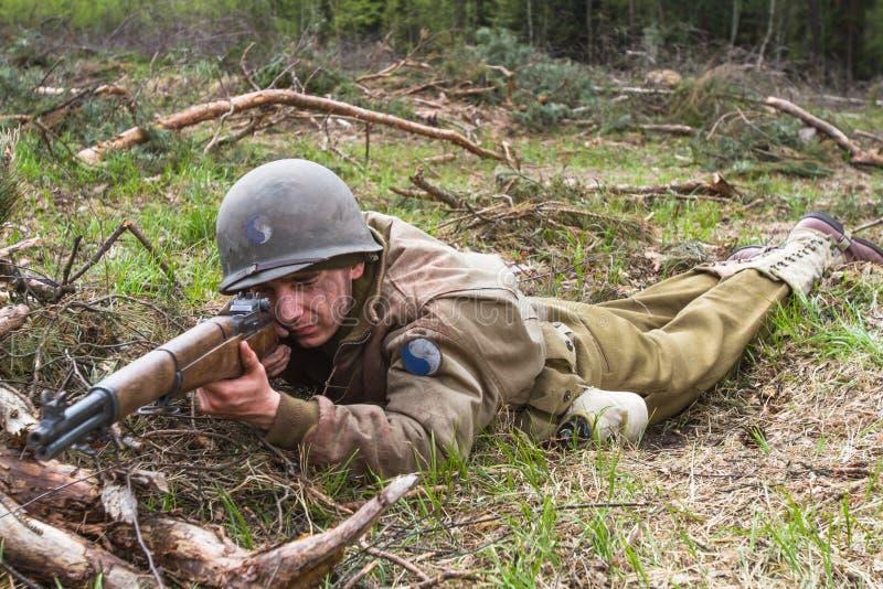 Американский гвардеец Второй Мировой Войны во время боя стоковая фотография