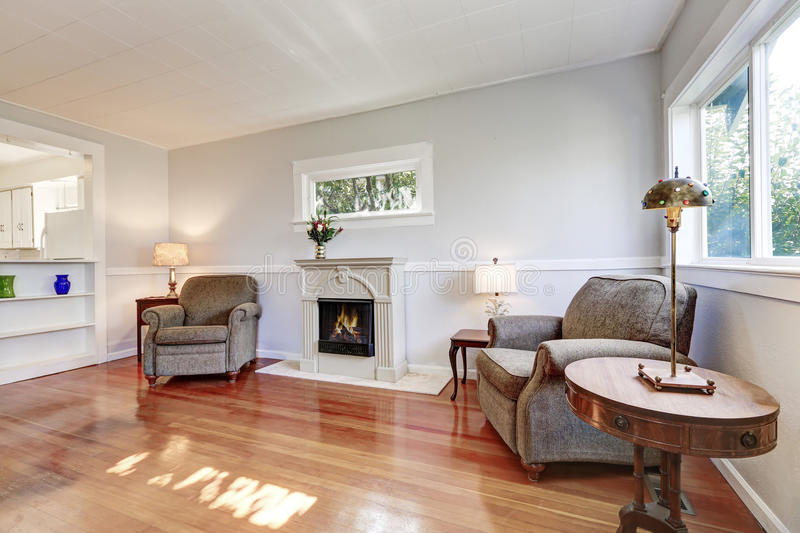 Американский интерьер живущей комнаты с ретро деталями стоковая фотография