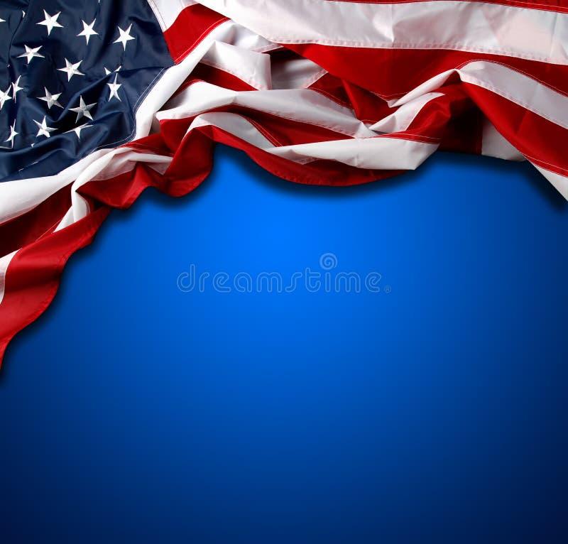 Американский флаг на сини стоковые фотографии rf