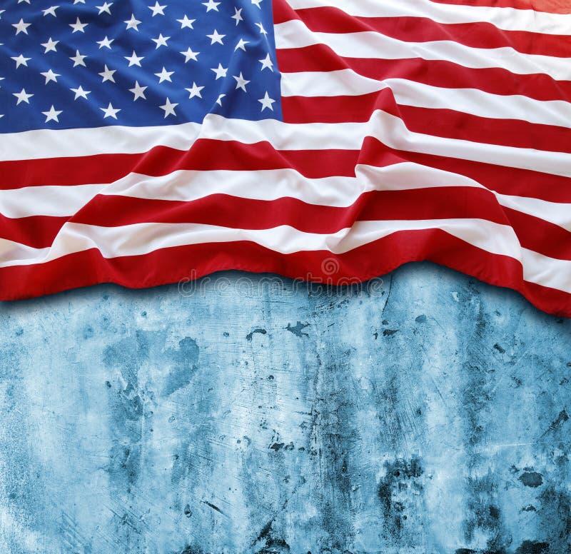 Американский флаг на сини стоковое фото rf