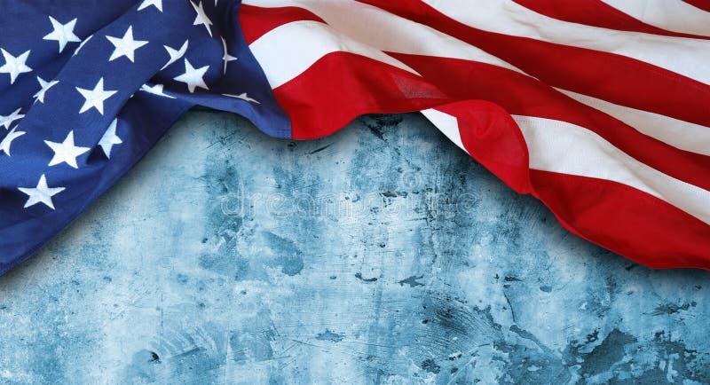 Американский флаг на сини стоковое изображение rf
