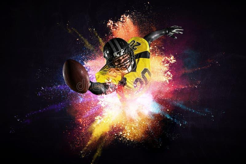 Американский футболист в действии r стоковое изображение
