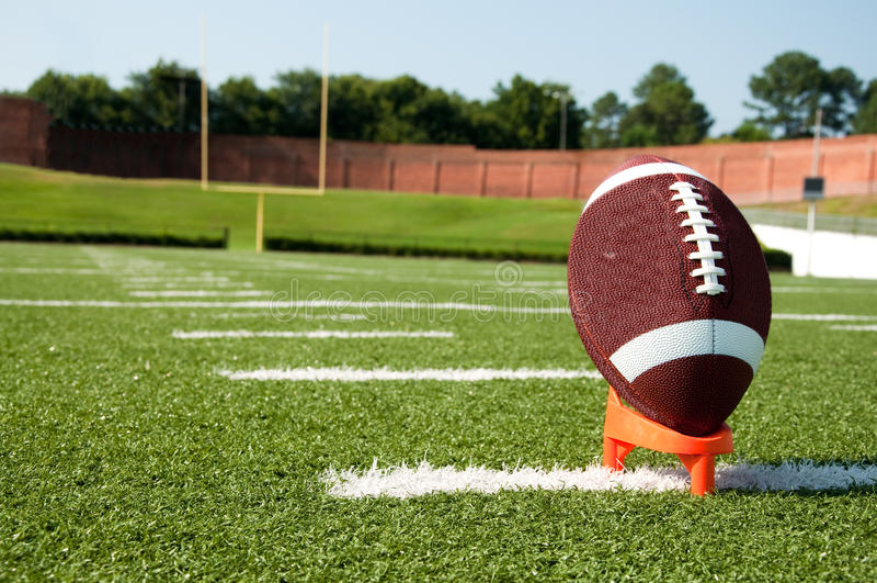 американский футбол пиная тройник стоковая фотография