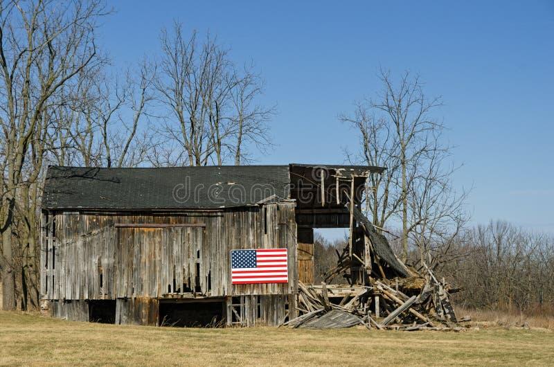 Американский флаг на амбаре стоковая фотография rf