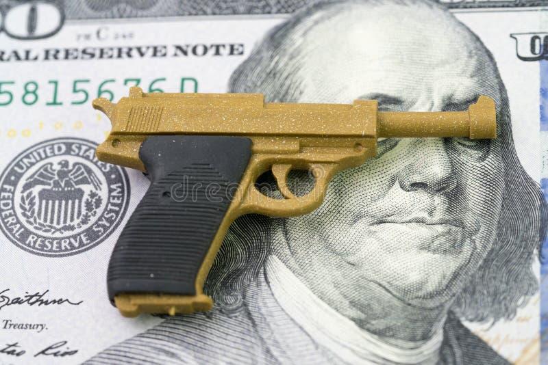Американское дело огнестрельного оружия или оружия с большой концепцией денег, жуликом оружия стоковые фотографии rf