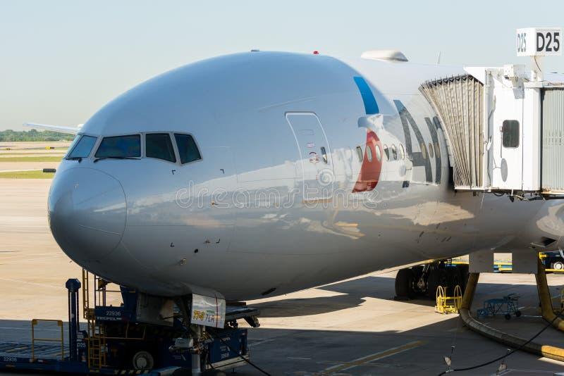 Америкэн эрлайнз Боинг 777 стоковые фото