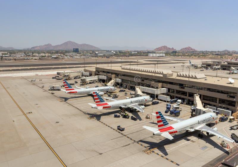 Америкэн эрлайнз припарковал на авиапорте Феникса SkyHarbor 28-ое мая 2016 (Рейтерс) стоковая фотография rf