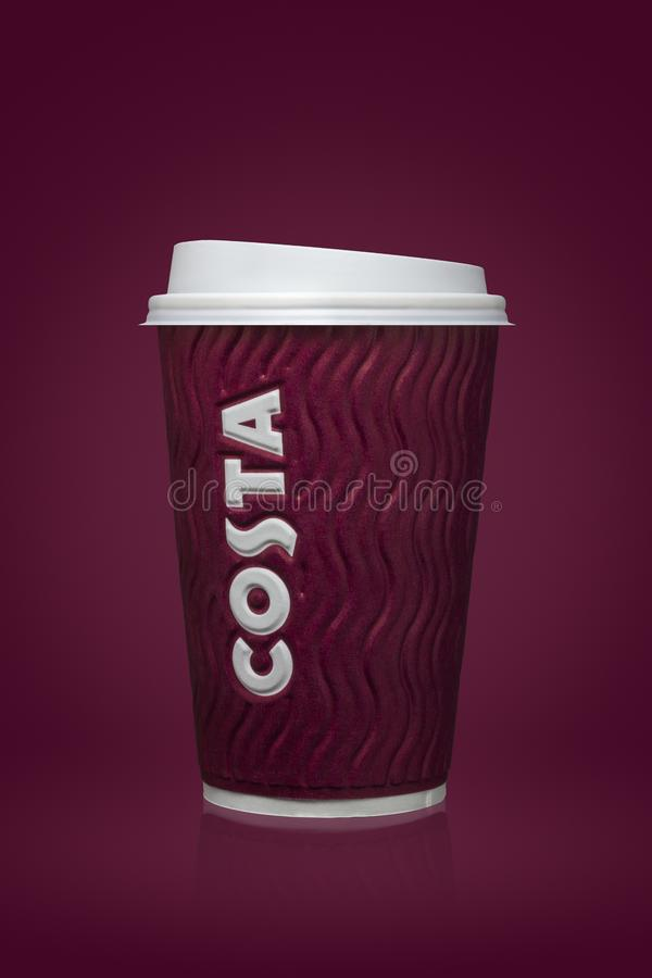 АММАН, ДЖОРДАН, 26-ое августа 2017: Кофейная чашка Косты, кофе Косты великобританская многонациональная компания кофейни размещан стоковые фото