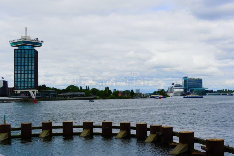 08-07-2019 Амстердам нидерландская съемка вод Амстердама центрального стоковое изображение